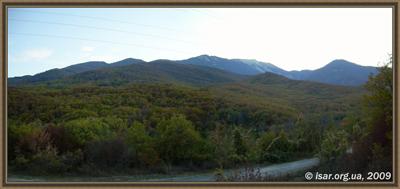 Панорама восточного склона Бабугана: справа поросшая лесом вершина - Чунгур - Кая