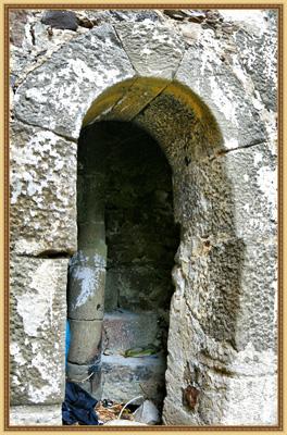Дверь и ступени